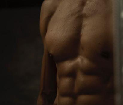 men's abs on a mirror